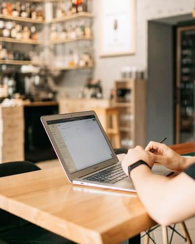 Aprende a reducir gastos en la empresa