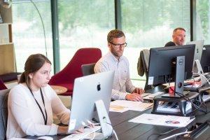 Con un software de recursos humanos puedes centralizar los datos de tus empleados, buscando y encontrando fácilmente la información en un solo lugar.